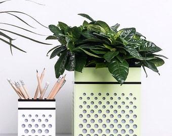 VIVE Large Modern Green Patterned Planter/ Plant Pot