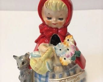 Vintage Little Red Riding Hood Belle cloche