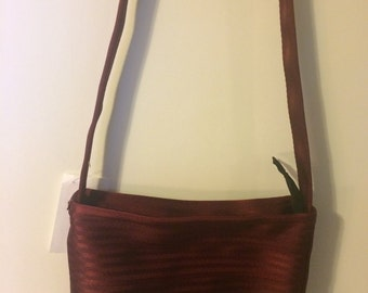 Seatbelt purse in vintage burgundy with zipper - medium size