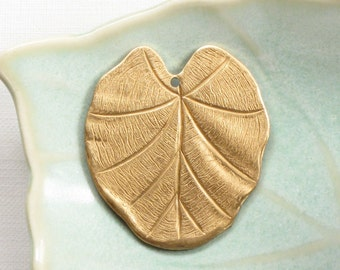 4 WaTER LILY LEAF jewelry pendant .  Stunning Detail . 30mm x 27mm (S24).