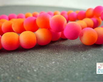 20 neon two tone round beads, glass orange and fuchsia, 7mm (pv145)