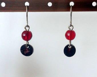 """Boucles d'oreilles """"Mofo réglisse rouge"""" - pièce unique - collection """"Mofo"""""""
