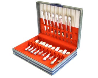Wm Rogers Silverplate Flatware Set Moonlight / Lovelight / Royal Victorian, Complete Service for 8 in Silverware Chest
