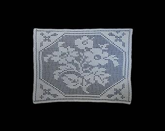 Vintage handmade crocheted doily centerpiece -- large white crocheted centerpiece with bouquet center -- 24x18 inches / 61x46 cm