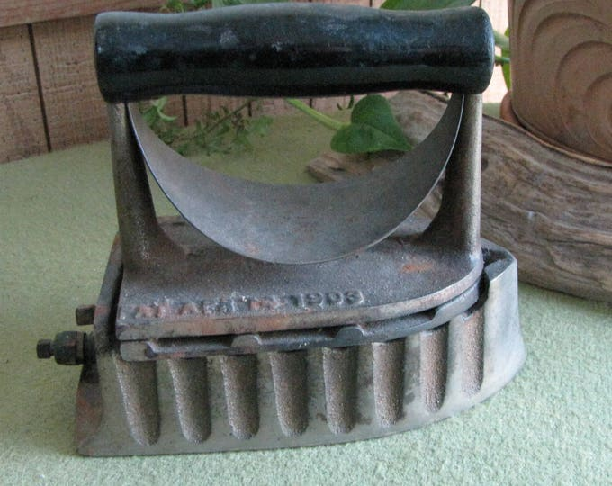 Sad Iron The Monitor Gas Powered Home Appliances Ironing and Laundry Antique Farmhouse Rustic Salvage