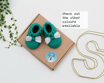 Handmade Newborn Baby Shoes / Cute Baby Booties / Photo Prop / Crochet Baby wool booties with bow / Baby Shower Gift / Girl Baby Present