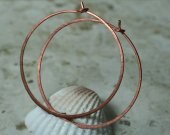 "Handmade hammered solid copper infinite circular hoop 45mm, 1-3/4"" in diameter, one pair (item ID LEC5-3G18)"