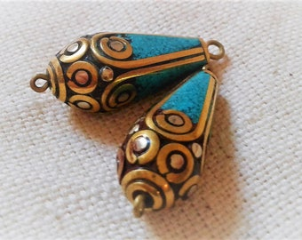 Set of 2 charms Turquoise-Nepal-the world pearls beads