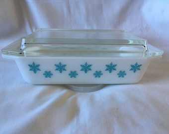 Pyrex Promotional Lidded Snowflakes Pan