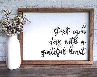 Commencez la journée avec un cœur reconnaissant peint signe