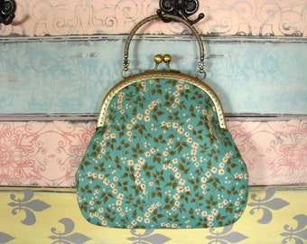 Vintage evening clutch purse with little white flowers, kiss lock purse, metal frame purse, purse with handle