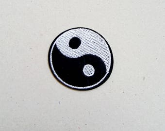 Yin yang patch, iron on patch, sew on patch, yin and yang, iron on applique, embroidered patch, hippie patch, applique design, sign patch