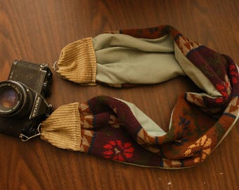 Winter Sweater Scarf Camera Strap \\ Vintage with Pocket