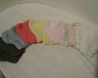 Crochet baby mittens. Other colors and sizes available. Sizes for 0-3months to 3-6months.