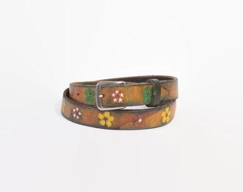 Vintage 70s BELT / 1970s Tooled & Painted Brown FLORAL Leather Boho Belt