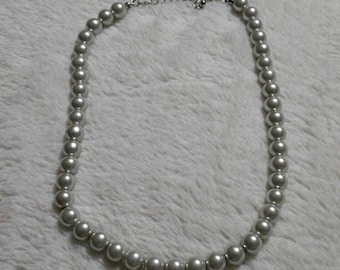 On Sale Estate Jewelry 16 inch Gray Faux Pearl Choker Necklace Costume Jewelry Fashion Accessory