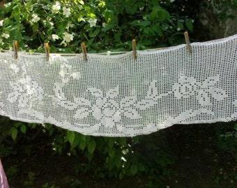 Une cantonnière ou rideau ancien ,déco shabby