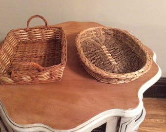 A set of 2 beautiful wicker trays