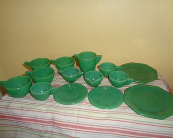 Wonderful 14 piece Vintage 1930s Deco Child's Toy Jadite Akro Agate Play Time Glass Dishes