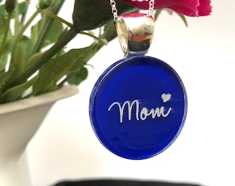 Mom Necklace, Mothers Necklace, Mom Jewelry, Mothers Day Necklace, Mothers Jewelry, Made in blue Glass. Blue Necklace. Pin if you like it.