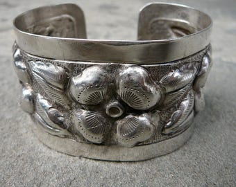 Taxco Silver,Taxco Bracelet Cuff,Sanborns Sterling Cuff,Mexican Silver Jewelry,Floral Bracelet,Sanborns Repoussé Style Cuff,Vintage Mexican