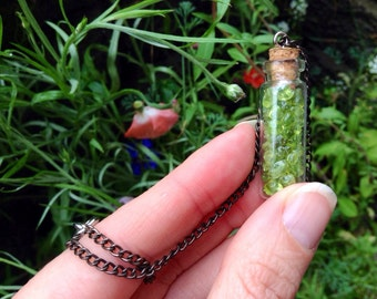 Green Heart Chakra Mini Peridot Glass Vial Charm Necklace/Jewelry/Green Crystal Healing Pendants/Stone of Compassion Rebirth/gifts