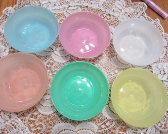 Set Of Six Pastel Four Oz. Tupperware Bowls With Lids   (New Condition)