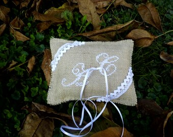 Ring Pillow, Burlap Wedding, Burlap and Lace Decoration,Hand Embroidered Ring Bearer Pillow, Accessories, Rustic Ideas, Romantic Wedding
