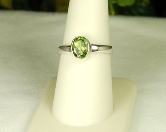 Peridot Ring, Size 8, Bright Green, Excellent Sparkle, Sterling Silver, August Birthstone, Natural Peridot, Peridot Solitaire, Green Peridot