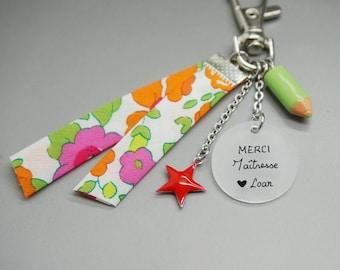 """porte clé liberty cabochon """"Merci Maîtresse"""" crayon étoile rouge- cadeau scolaire personnalisable"""