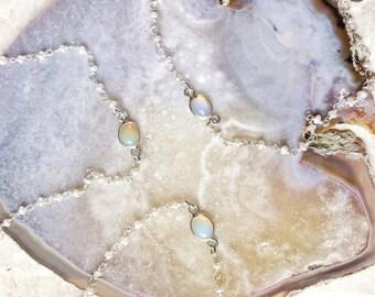 Enfant (Welo Ethiopian Opal) bracelet de cheville de Yemaya - opale naturellement élégant sur une eau douce et argent sterling petite d'eau douce chaîne de perles