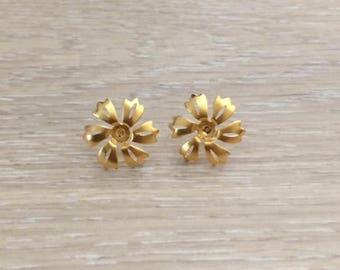 Gold Earrings, Flower Earrings, Gold Ear Wires, Gold Studs, 19mm, 1 pair