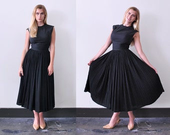 1950 bombshell dress. 50's black party dress. accordion pleated full skirt. xs. fancy. s.