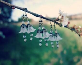 Snowdrop Earrings - Flower Earring - White Earrings - Floral Earrings - Woodland Earrings - Vintage Style Nature Jewelry - Dangle Earrings.