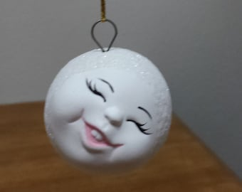 Ceramic Snowball with face - leaning to the side and giving a toothy smile, his two front teeth (#85E)