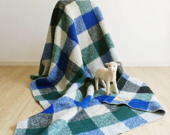 Fine wool vintage blanket with checkered pattern. Checkered Retro spread/plaid, blue/green