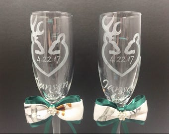 Mr. and Mrs. Toasting Flutes, Personalized Wedding Toasting Glasses with Camo Satin Bows, Toasting Glasses, Etched Champagne Glasses