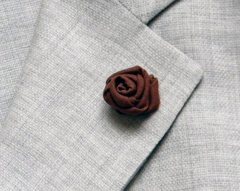 Brown lapel pin - Men lapel flower - Brown buttonhole - Fabric boutonniere - Wedding boutonniere. Groom accessories. Made in Italy.