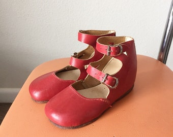 Vintage Leather Double Strap Mary Janes / 1940s 50s 40s Toddler Girl Red Leather Buckle Shoes 4 5