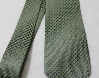 Vintage Kenneth Cole REACTION 3.25 Inch Wide Silk Necktie, Silver & Green