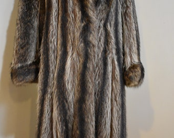 Luxurious Elegant Vintage 1970s Raccoon Fur Coat