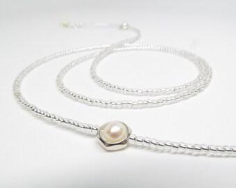 Floating white pearl eyeglasses chain, Beaded reading glasses Chain, Pearl Glasses Chain, Eye Glass Necklace, Eyeglass Holder, Glasses leash