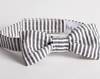 Bow Tie for Boys - Grey & White Seersucker Bow Tie, Grey Striped Bow Tie for Baby Boy, Grey Boy Bow Tie, Grey Seersucker Baby Boy Bowtie