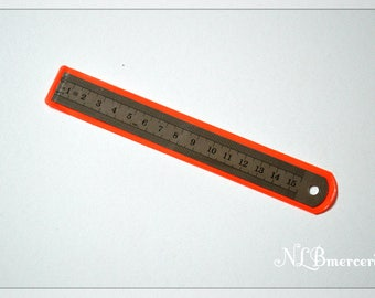 Graduated in inches and cm - 15 cm metal flexible ruler or ruler
