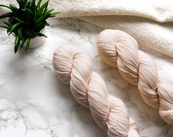 Colors of Spring, hand dyed lace yarn, handgefärbte Wolle, hand dyed yarn, handdyed yarn, cashmere yarn, Featherfin PREORDER - Peach
