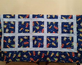 SALE *** Spaceships and Stars Baby Quilt // STEM Quilt // Travel Quilt // Playmat Quilt // Handmade