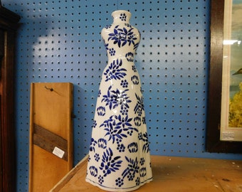 Porcelain dress vase