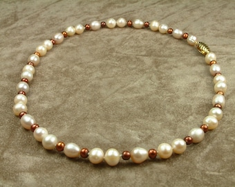Necklace with Pink and Brown Pearls (Κολιέ με Ροζ και Καφέ Μαργαριτάρια)