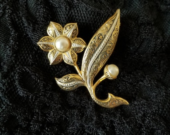 Damascene style floral brooch with faux pearls - made in Spain