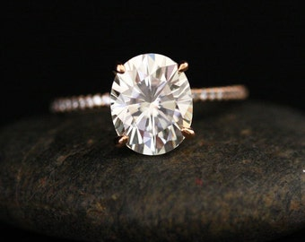 Brilliant Oval Moissanite and Diamond Ring Engagement Ring in 14k Rose Gold with Moissanite 10x8mm and Diamonds
